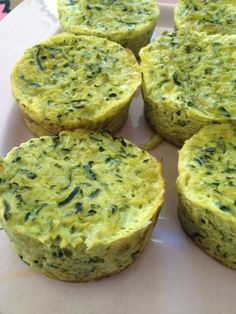 Gratin courgettes ultra léger I felt like zucchini, but not in classic pie. Here is a little gratin unpretentious, but not bad at all! for 4 pers gratin or 8 mini gratin in muffin cups) 5 pp in total 1 pp / person (weight watchers) zucchini onions … Healthy Dinner Recipes, Vegetarian Recipes, Cooking Recipes, Zucchini Tarte, Breakfast Desayunos, Breakfast Ideas, Food Porn, Meals For One, Love Food