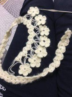 Discover thousands of images about cicekli-etol-ornekleri-sal-baslama - Crochet Stitches Free, Crochet Diagram, Crochet Motif, Crochet Shawl, Knit Crochet, Knitting Designs, Crochet Designs, Crochet Summer Tops, Crochet Cover Up