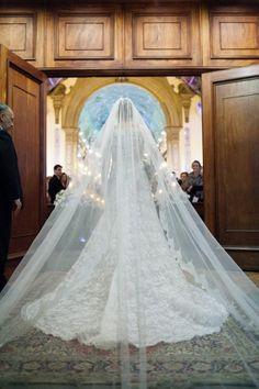 Casamento de Úrsula e Renato Soares com muita inspiração para um casamento tradicional que nunca sai de moda. Veja mais: http://yeswedding.com.br/pt/antena-yes/post/companheiros-para-a-vida