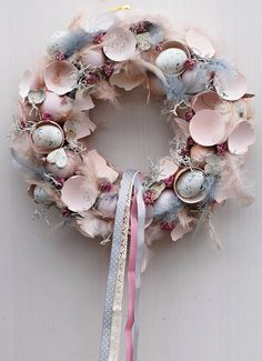 pudrový na velikonoce / Zboží prodejce Flowers and Easter Wreaths, Christmas Wreaths, Felt Flowers Patterns, Easter Party, Woodworking Crafts, Anniversary Gifts, Easter Eggs, Gifts For Kids, Diy And Crafts