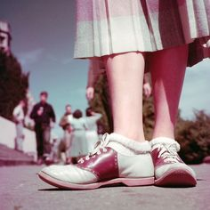 「 A 1951 LIFE photo shoot of West Coast youth demonstrated popular fashions at the time, including saddle shoes and ankle socks. (Loomis Dean—The LIFE… 」