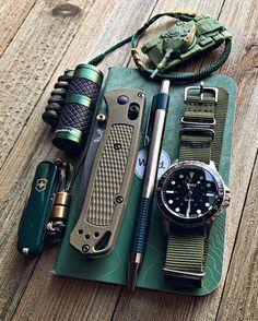 Urban Survival Kit, Survival Tools, Survival Prepping, Survival Stuff, Survival Quotes, Bushcraft Skills, Bushcraft Gear, Edc Gadgets, Edc Tactical