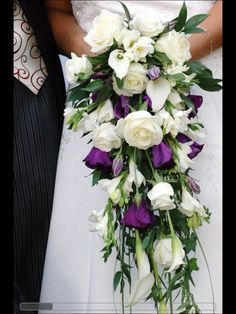 Love the cascading bouquet
