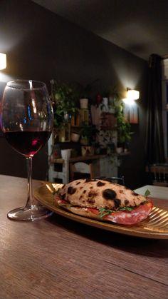 Red Wine, Alcoholic Drinks, Pizza, Food, Liquor Drinks, Essen, Alcoholic Beverages, Yemek, Alcohol