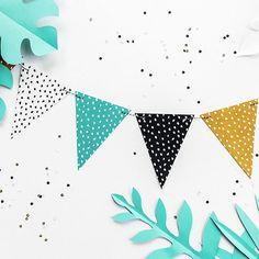 Slinger vlaggen Dots Dino Party decoratie | Bekijk de allerleukste dinosaurus decoratie hier: www.partydeco.nl/kinderfeestje/dino-party Garland, Abstract, Birthday, Artwork, Projects, Cards, Diy Slinger, Baby Ideas, Paper
