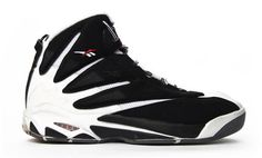 Reebok Blast Year released: 1995 Complex says: Part of the Reebok era where the simple use of black and white designs had their basketball sneakers looking like Rorschach tests. 90s Sneakers, Sneakers Looks, Classic Sneakers, Sneakers Fashion, Basketball Tricks, Basketball Sneakers, Air Jordan, Zapatillas Nike Air, Sports Footwear