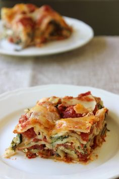 Sure, it's creamy - but it's also good for you. This decadent spinach and ricotta lasagna only has 200 calories per slice!