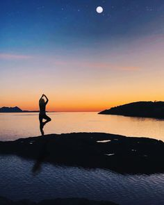 """SIV.HEIDI på Instagram: """"She and the moon had been friends forever, both playing with theire shadows and sharing them with the sun💛🧡 #motivation #bodøivinden…"""" Friends Forever, Shadows, Moon, Celestial, Mountains, Sunset, Motivation, Instagram Posts, Nature"""