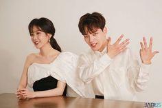 Korean Celebrities, Korean Actors, Korean Dramas, Asian Actors, Girl Photo Poses, Girl Photos, Jin Goo, Korean Couple, Famous Singers