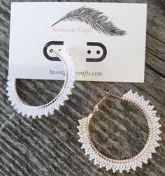 Beaded Earrings Patterns, Bead Loom Patterns, Seed Bead Earrings, Jewelry Patterns, Beading Patterns, Beaded Jewelry, Crochet Earrings, Beaded Bracelets, Hoop Earrings