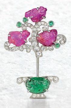 An Art Deco 'Tutti Frutti' jabot pin, by Cartier,circa 1925. Sold for £40,000 on 13 June 2017 at Christie's in London