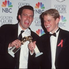 Ben Affleck & Matt Damon winning an Oscar at ages 25 and 27 respectively Ben Affleck Oscar, Matt Damon Ben Affleck, Brad Pitt Jennifer Aniston, Brad Pitt And Jennifer, Globe Picture, Good Will Hunting, Spike Tv, Dream Boy, Dibujo