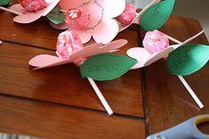 10 Easy Homemade Valentine's Ideas - Sucker Flower Valentine's Day Cards