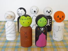American Hand Made Halloween Peg Dolls Halloween Toy Halloween Decor by Halloween Toys, Halloween Decorations, Doll Crafts, Diy Doll, Wood Projects For Kids, Wooden Pegs, Wooden Dolls, Clothespin Dolls, Doll Accessories