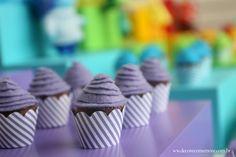 Festa Divertida Mente by Decore & Comemore // Mesa decorada papelaria e peças nas cores de cada personagem. Wrappers para cupcake.