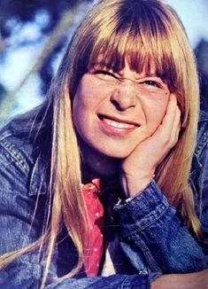 Rita Lee em 1967 – na época do lançamento do primeiro disco com Os Mutantes.  Veja mais em:  http://semioticas1.blogspot.com/2012/02/ovelha-negra.html