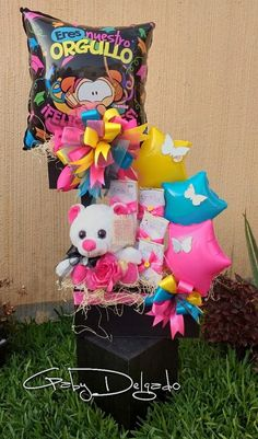 Balloon Arrangements, Balloon Centerpieces, Candy Bouquet, Balloon Bouquet, Personalised Gifts Diy, Diy Gifts, Birthday Candy, Happy Birthday, Rainbow Parties
