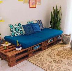 Diy Pallet Couch, Diy Couch, Diy Pallet Furniture, Home Decor Furniture, Diy Home Decor, Pallet Home Decor, Pallet Benches, Pallet House, Pallet Tables