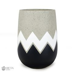Check out our range of hand painting pot at Hieta garden. Visit us today for the widest range of cement Pots for indoor and outdoor. Cement Flower Pots, Painted Flower Pots, Painted Pots, Concrete Pots, Concrete Crafts, Pots D'argile, Art Painting Gallery, Wine Bottle Art, Bottle Painting