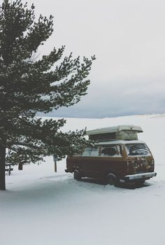 VW Camping im winter Camping Nature, Vw Camping, Winter Camping, Winter Road, Winter Time, Adventure Awaits, Adventure Travel, Volkswagen Transporter, Vw Bus
