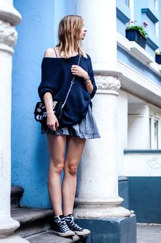 Volant Dress, Sweater and Patches Bag - Streetstyle, Outfit, Blogger, Hamburg