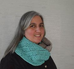 Traveling eyelets form a diamond pattern in this cozy, color blocked infinity scarf. This unisex project works up quickly with bulky yarn. Infinity Scarf Knitting Pattern, Knitting Patterns Free, Free Knitting, New Stitch A Day, Yarn Tail, Simple Prints, Knit In The Round, Circular Knitting Needles, Yarn Needle