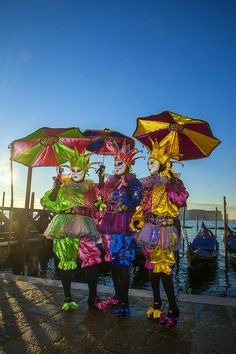 Carnival in Venice - Jim Zuckerman Photography Venetian Carnival Masks, Under The Rain, Masquerade Costumes, Umbrellas Parasols, Hidden Face, Beautiful Mask, Belle Photo, Mardi Gras, Venice