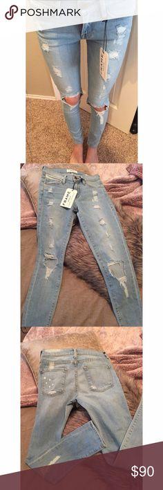 "FRAME DENIM Le Skinny de Jeanne Nowita jean- 24 FRAME DENIM ""Le Skinny de Jeanne"" Nowita. Size 24. Inseam aprx 28-29"". Low rise: 7.5"". Destroyed. NEW! 93.5% cotton 5% polyester 1.5% Lycra FRAME Jeans Skinny"