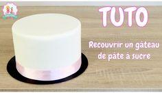 recouvrir un gâteau pate a sucre, tutoriel pate a sucre, comment faire un gâteau page a sucre, bases du cake design