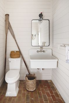 Outdoor Bathrooms 153263193556806033 - Nautical objects make up the décor of the pool house, bathroom and outdoor shower. Source by Outdoor Pool Bathroom, Pool House Bathroom, Pool House Decor, Garage Bathroom, Outdoor Toilet, Small Cabin Bathroom, Surf House, Home Design Magazines, Nautical Bathrooms