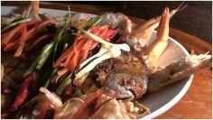 Silver Pomfret in Three Flavors Tamarind Sauce (ปลาจะละเม็ดซอสน้ำมะขามเปียกสามรส ; bplaa chalamet saawt naam ma khaam piak saam roht) - Thai...