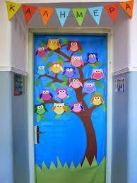 διακόσμηση πόρτας τάξης με κουκουβάγιες πάνω σε δέντρο