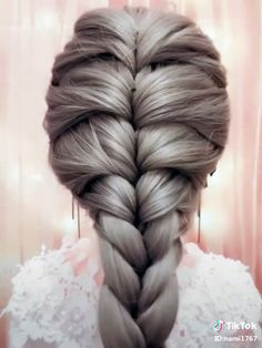 ル 【ロ ン グ】 単 編 み 込 み ス ル イ - Косы Frisuren hochzeit Medium Hair Styles, Curly Hair Styles, Hair Braiding Styles, Hair Upstyles, Long Hair Video, Easy Hairstyles For Long Hair, Beautiful Hairstyles, Cool Girl Hairstyles, Girls Braided Hairstyles