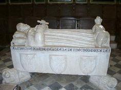TÚMULO DE DR. D. JOÃO DAS REGRAS - em mármore branco - IGREJA DE S. DOMINGOS DE BENFICA - zona retro coro