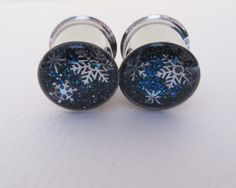 SILVER SNOWFLAKE EAR PLUGS HAND-CRAFTED TO ORDER* Select your size & quantity (single or pair) from the Dimensions drop down menu. * 2-3 weeks