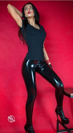 My first photo session with latex leggings Girl M, Shiny Leggings, Latex Fashion, Perfect Body, First Photo, Photo Sessions, Leather Pants, Beautiful Women, Lady