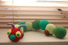 Caterpillar free pattern (Dutch) Scroll down for the pattern school thema school school Crochet Gratis, Crochet Patterns Amigurumi, Diy Crochet, Crochet Ideas, Crochet Baby Toys, Crochet For Kids, Crochet Animals, Yarn Crafts, Diy And Crafts