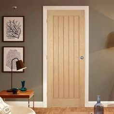 Robust and resplendent in clear lacquer varnish over a real American white oak veneer, the Suffolk panel fire door is expertly crafted with full length vertical lining boards that we think makes it one of the most attractive doors on the market. Oak Fire Doors, Oak Doors, Wooden Doors, Internal Cottage Doors, Internal Doors Modern, Internal Fire Doors, Oak Interior Doors, Veneer Door, Barn Style Doors