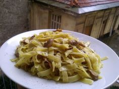 Greek pasta (hilopites) with mushrooms, ouzo and thyme Greek Pasta, Orzo, Food Lists, Macaroni And Cheese, Spaghetti, Stuffed Mushrooms, Favorite Recipes, Ethnic Recipes, Noodles