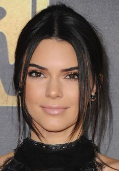 Kendall Jenner with Bronze Eyeshadow and Light Pink Gloss.