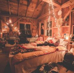 T'is the Christmas season, so which Christmas themed cabin bedroom?🎄💫 The post T'is the Christmas season, so which Christmas themed cabin bedroom? appeared first on BlinkBox. Cozy Cabin, Cozy House, Winter Cabin, Dream Rooms, Dream Bedroom, 50s Bedroom, Teen Bedroom, Master Bedroom, Casa Hipster