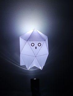 fantasma de papel con la antorcha LED