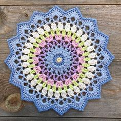 Transcendent Crochet a Solid Granny Square Ideas. Inconceivable Crochet a Solid Granny Square Ideas. Motif Mandala Crochet, Crochet Doily Patterns, Crochet Squares, Crochet Designs, Crochet Doilies, Beau Crochet, Crochet Home, Crochet Crafts, Crochet Projects