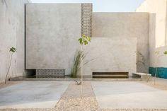 *건조기후, 로컬건축의 반영 TACO arquitectura adds 'plazoleta' to casa gabriela in mexico :: 5osA: [오사]