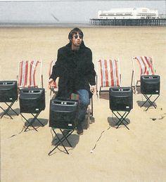 """― Oasis Fan Page( 「Oasis para la portada del single """"Roll with it"""" 21 de Junio de 1995 ⚡ Gene Gallagher, Lennon Gallagher, Liam Gallagher Oasis, Oasis Music, Liam And Noel, Beady Eye, Weston Super Mare, Britpop, Paul Mccartney"""