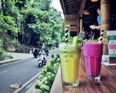 #Bali. After walking around in Monkey Forrest #Ubud let's have some refreshing healthy drinks at @HabitatUbud