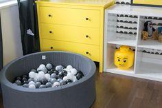 room, kids, baby, child, black, white, yellow, monochromatic, scand