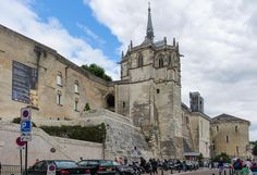 https://flic.kr/p/NFW61y   Château Royal d'Amboise   A medieval fortress with a late gothic chapelle St-Hubert at its top.
