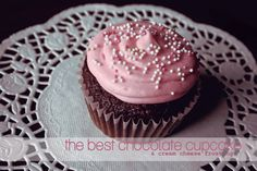 the best chocolate cupcake & cream cheese frosting