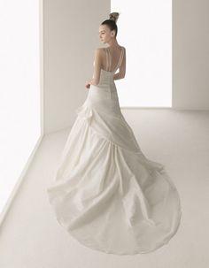 GAVILAN / Wedding Dresses / 2011 Collection / Luna Novia (back)